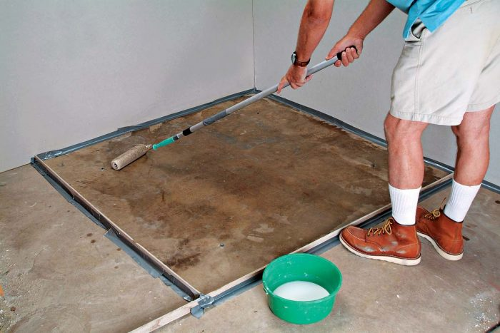 Apply primer to the floor with a roller and allow it to dry.