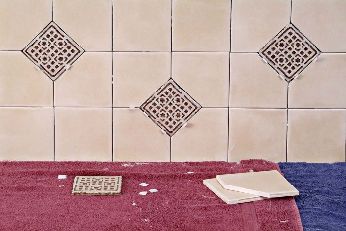 An alternating pattern of attractive deco tiles gives this backsplash nice visual interest.