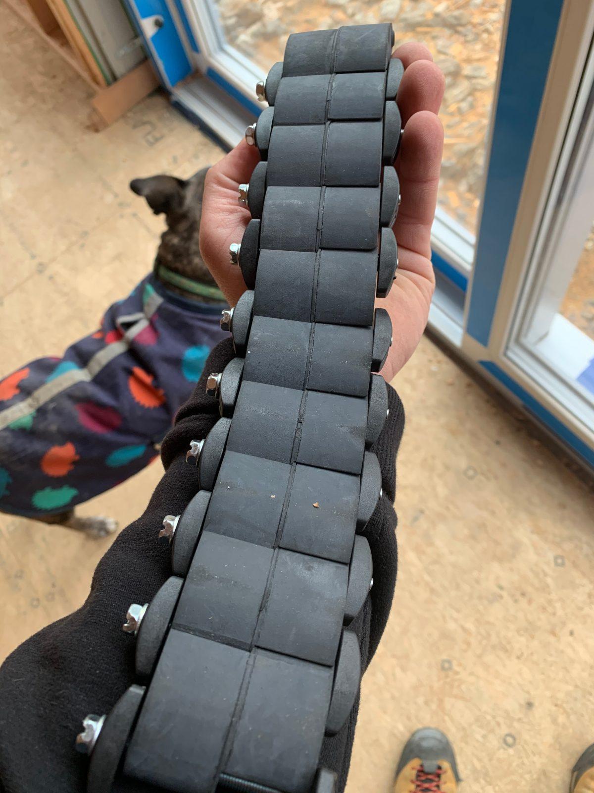 Black mechanical seals linked together