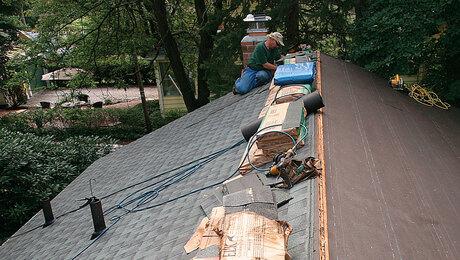 install asphalt roof shingles