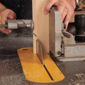 With the blade tilted at 45°, cut the miter on the stiles equal to the depth of the profile.