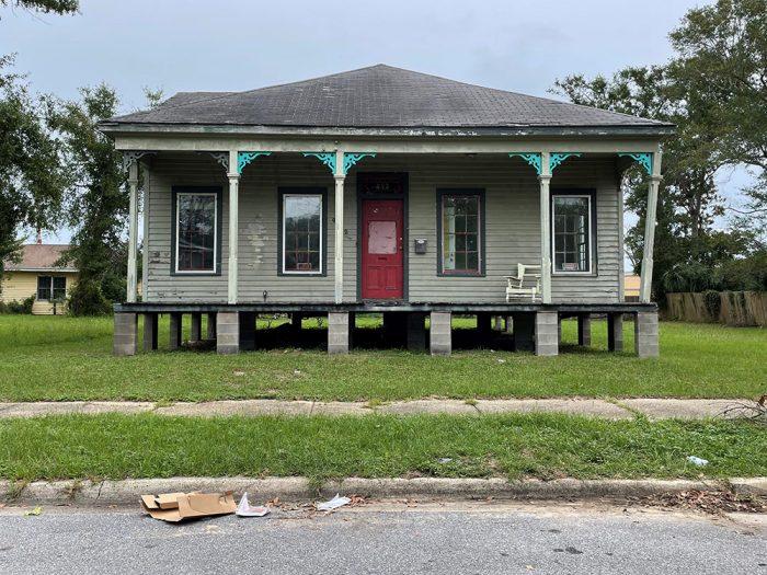 House-on-blocks