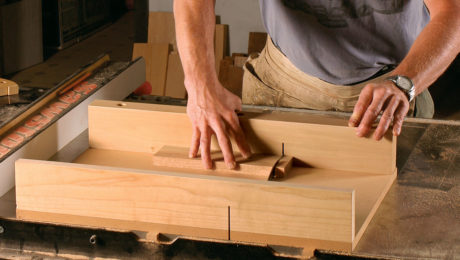 Build a Simple Crosscut Sled for the Tablesaw