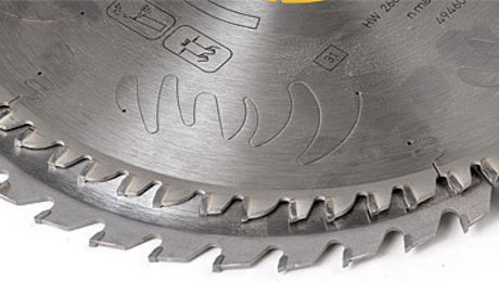 how to change a saw blade on a miter saw