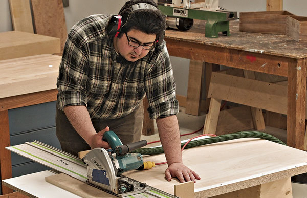 How To Make a Tracksaw Crosscut Table