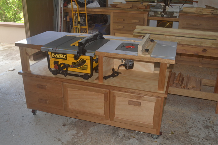 Table sawrouter cabinet finewoodworking a friend of mine is just getting into woodworking he bought a bench top saw but i told him to forget about the stand we will build it this is the result keyboard keysfo Images