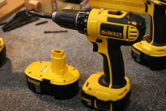 Dewalt S Compact 18 Volt Batteries Fit Old And New Tools