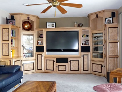 Left tower houses curio cabinet. To its left is open bookshelf. Right tower houses pocket glass door where audio-video components are stored. & Built-in Entertainment Unit - FineWoodworking