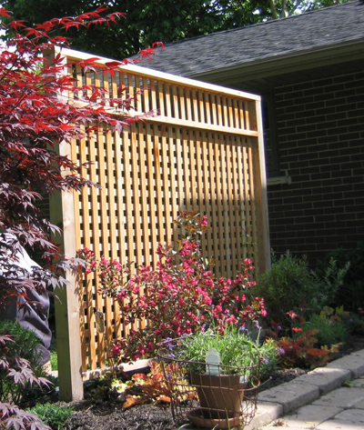 Patio Privacy Screen using recycled cedar posts - FineWoodworking