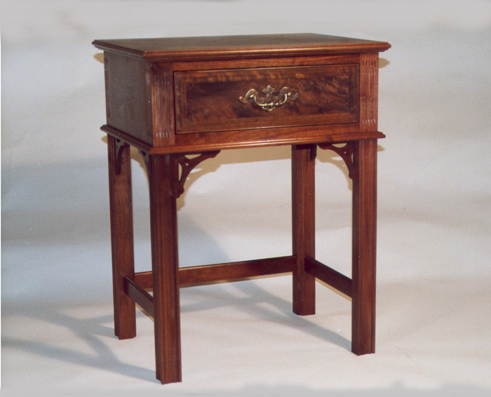 Etonnant Chippendale Style Side Table In Black Walnut.