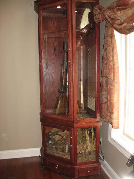 Rotating 8 Gun Carousel Gun Cabinet With Bobwhite Quail