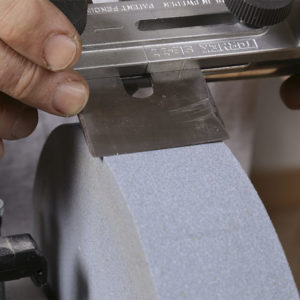 Create a camber. The square-edge jig can also be used to create a rounded cutting edge on plane blades.