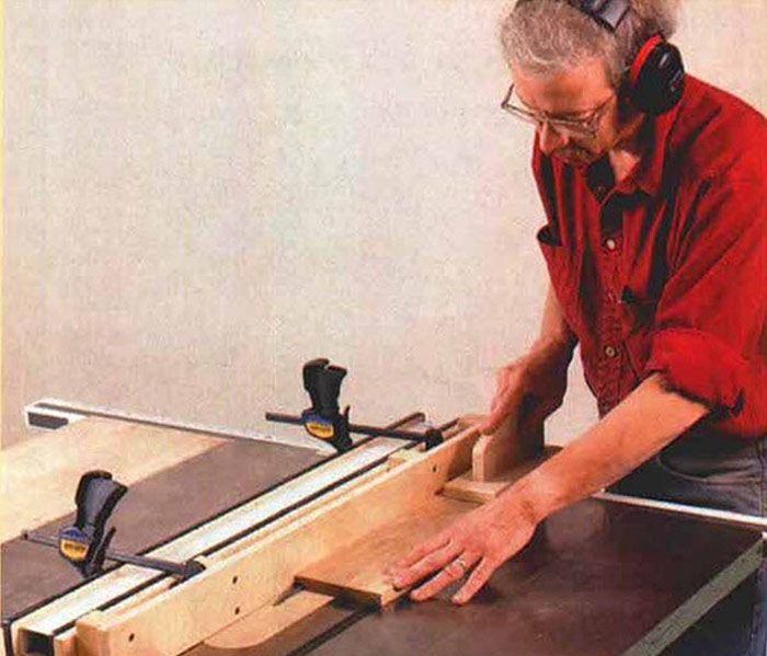 Cutting a dado at the tablesaw