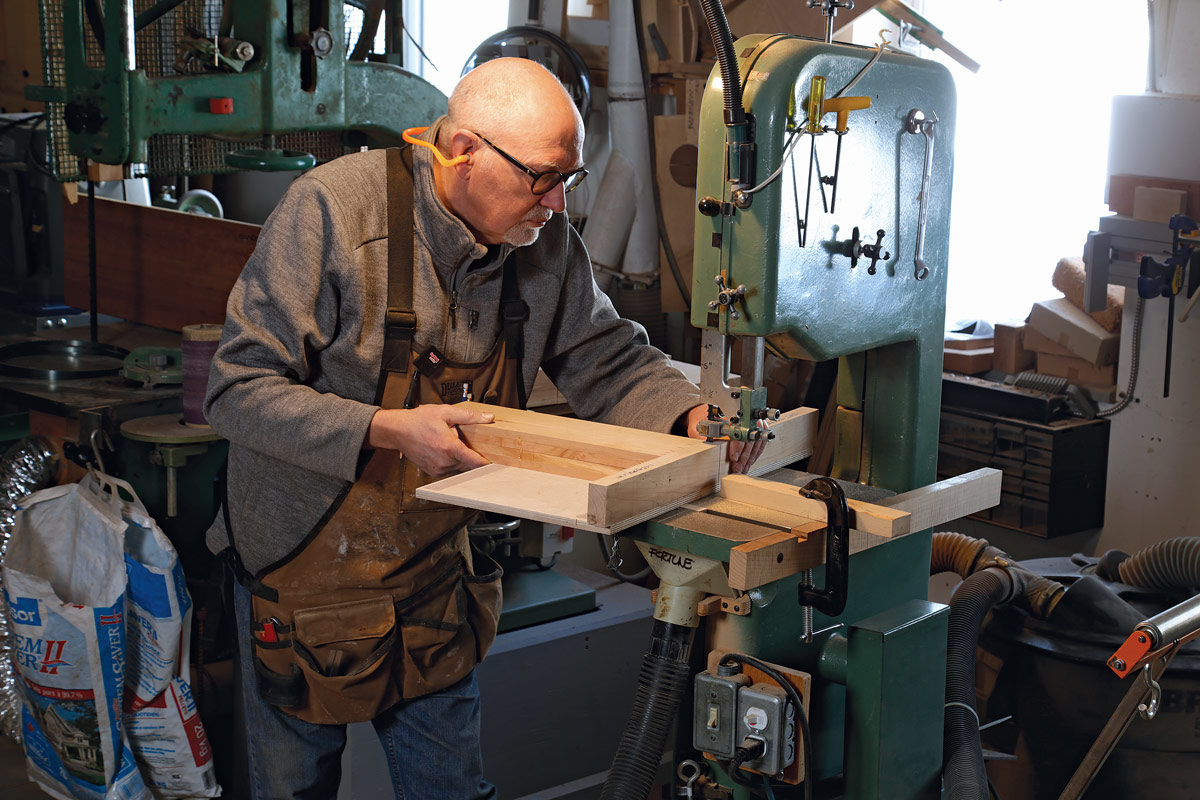 Michael Fortune cutting dovetails at the bandsaw