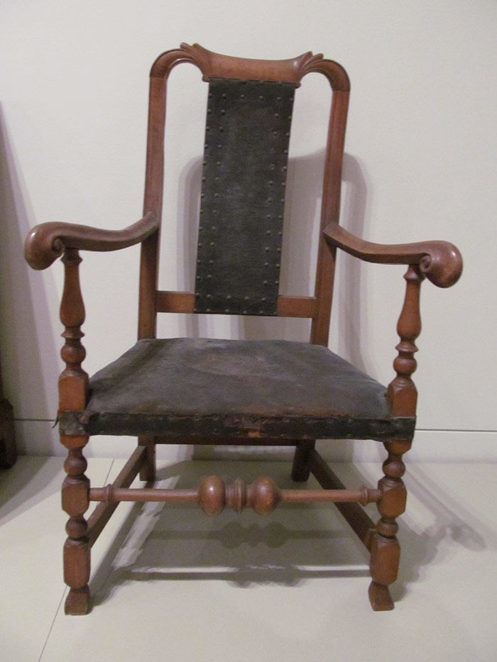 bull chair from yale art gallery