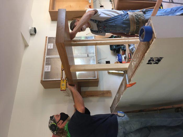 Como construir prateleiras suspensas com iluminação integrada, Parte 2: Instalação 43