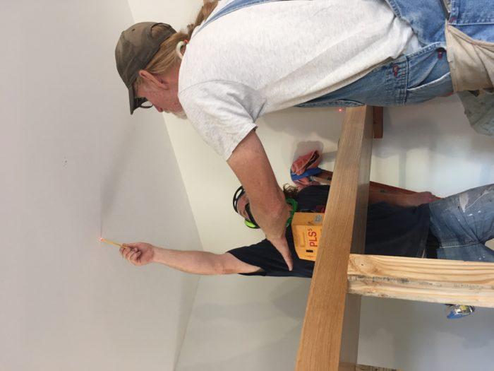 Como construir prateleiras suspensas com iluminação integrada, Parte 2: Instalação 44