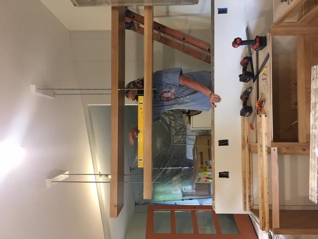 Como construir prateleiras suspensas com iluminação integrada, Parte 2: Instalação 53