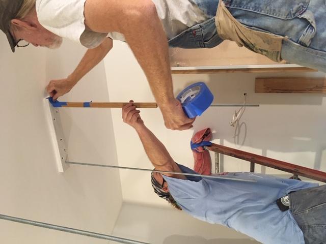 Como construir prateleiras suspensas com iluminação integrada, Parte 2: Instalação 55