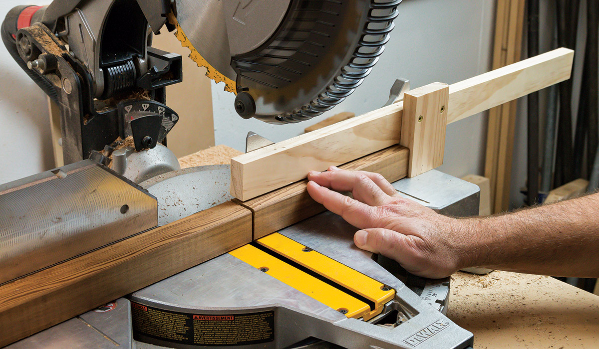 Miter saw to cut pieces