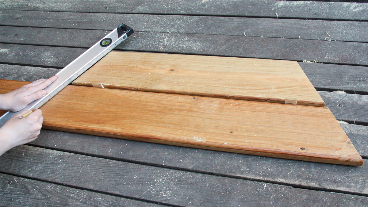 To cut the next row of boards, cut one side of a long board at 30 degrees