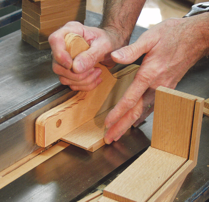 Cutting grooves in the box sides