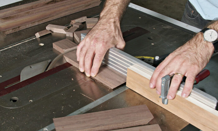Cut both the top and bottom parts at the same time on the saw.