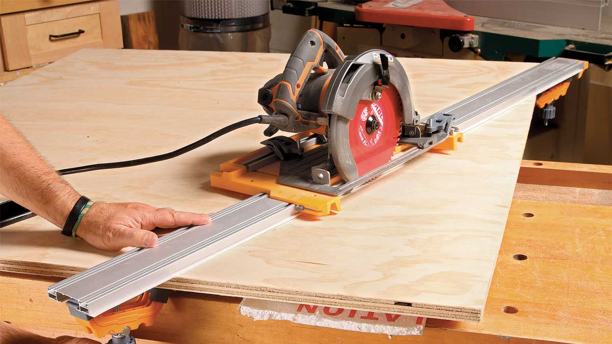 Angled cuts too. Two auxiliary clamps lock the track at angles other than 90°, expanding the capability of this excellent system.