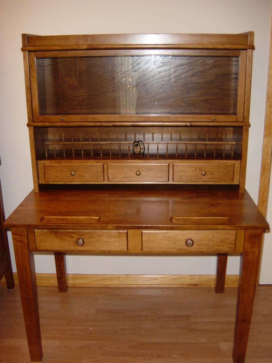Maple Fly-Tying Desk - FineWoodworking