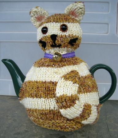 Free Patterns For Loom Knitting : Striped Cat Tea Cosy Pattern - CUP190354_1100 Craftsuprint
