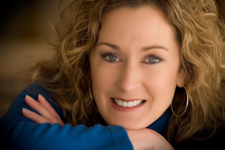 Donna Smallin Kuper Headshot