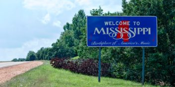 Welcome to Mississippi sign on the way to find flexible jobs in Mississippi