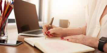 Job seeker writing about part-time work-from-home jobs for moms.