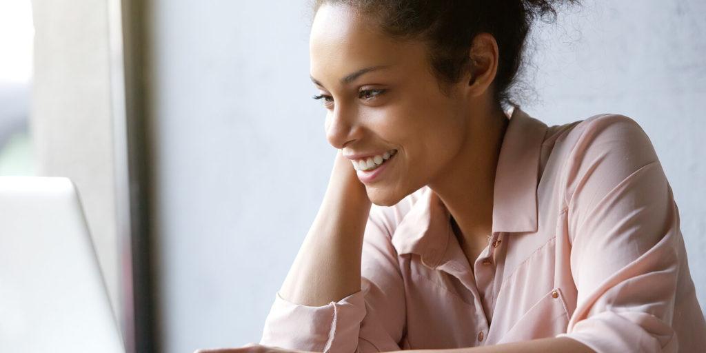 Job seeker looking at why American job seekers crave work flex.