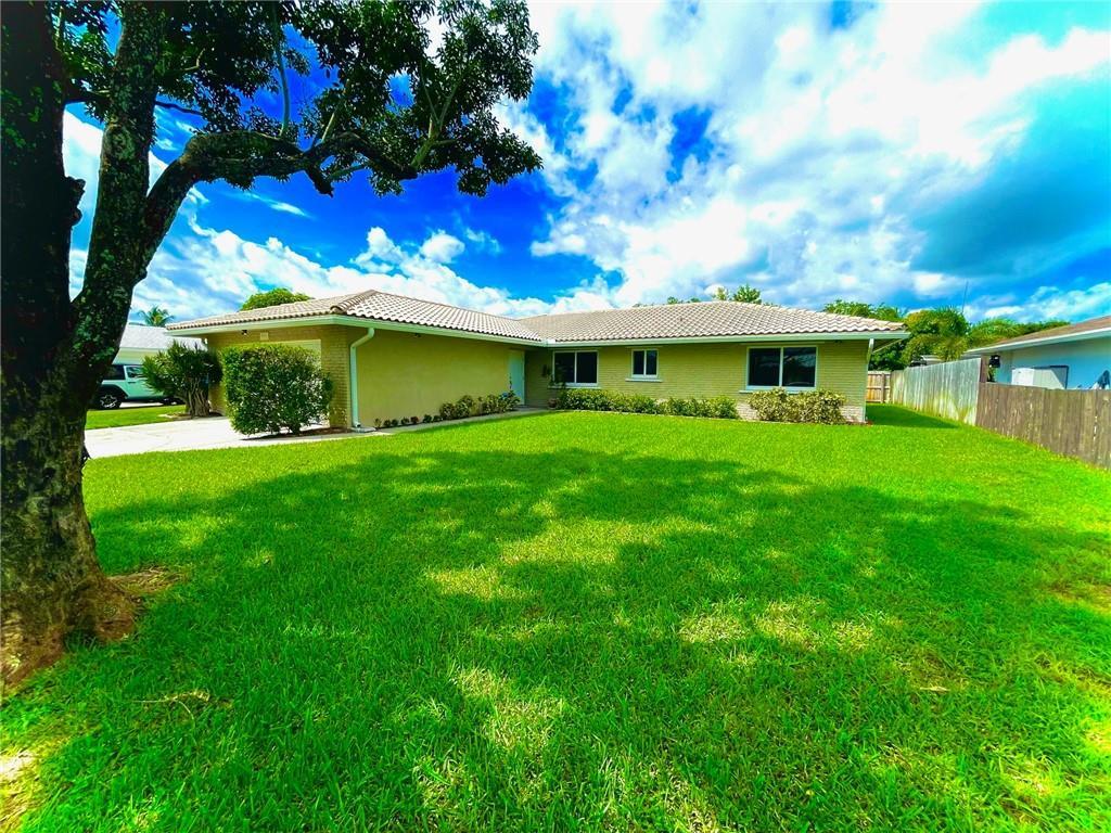 2555 SW 14th Street, Boynton Beach, FL 33426