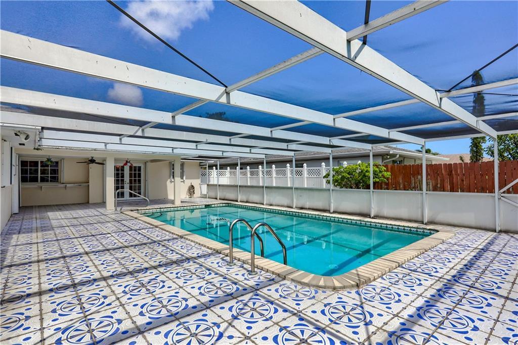 2372 Gabriel Lane, West Palm Beach, FL 33406