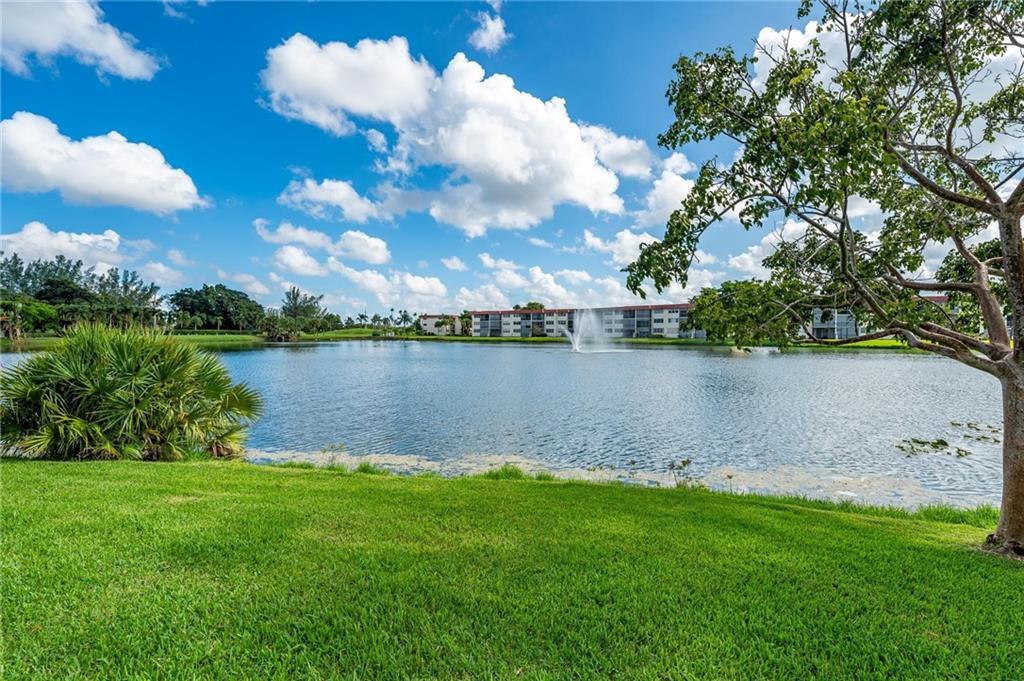 9500 N Hollybrook Lake Drive, 109, Pembroke Pines, FL 33025