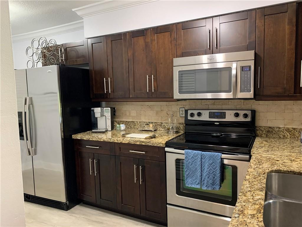 WOOD CABINETS, STAINLESS STEEL APPLIANCES, GRANITE COUNTER TOPS