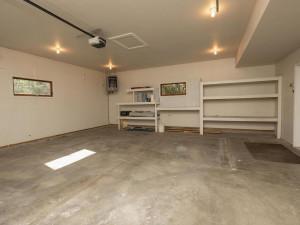 2074 Valley View Ln NE-035-031-Heated garage-MLS_Size