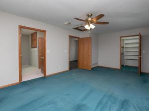 2074 Valley View Ln NE-021-021-Master Bedroom-MLS_Size