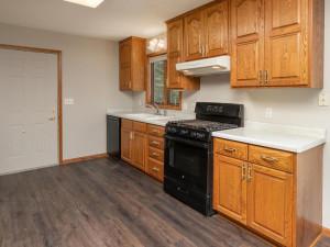 2074 Valley View Ln NE-013-010-Kitchen-MLS_Size