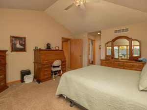2905 7th Ave SW Austin MN-024-021-Master Bedroom-MLS_Size