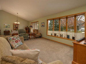 2905 7th Ave SW Austin MN-008-014-Living Room-MLS_Size