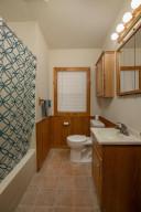 806 1st Ave NW Austin MN 55912-large-020-010-Bathroom-667x1000-72dpi