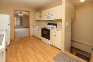806 1st Ave NW Austin MN 55912-large-010-008-Kitchen-1500x1000-72dpi