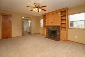 806 1st Ave NW Austin MN 55912-large-008-028-Living Room-1500x1000-72dpi