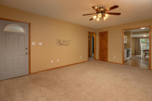 806 1st Ave NW Austin MN 55912-large-007-009-Living Room-1500x1000-72dpi