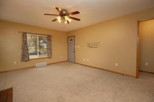 806 1st Ave NW Austin MN 55912-large-006-006-Living Room-1500x1000-72dpi