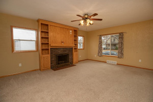 806 1st Ave NW Austin MN 55912-large-005-004-Living Room-1500x1000-72dpi