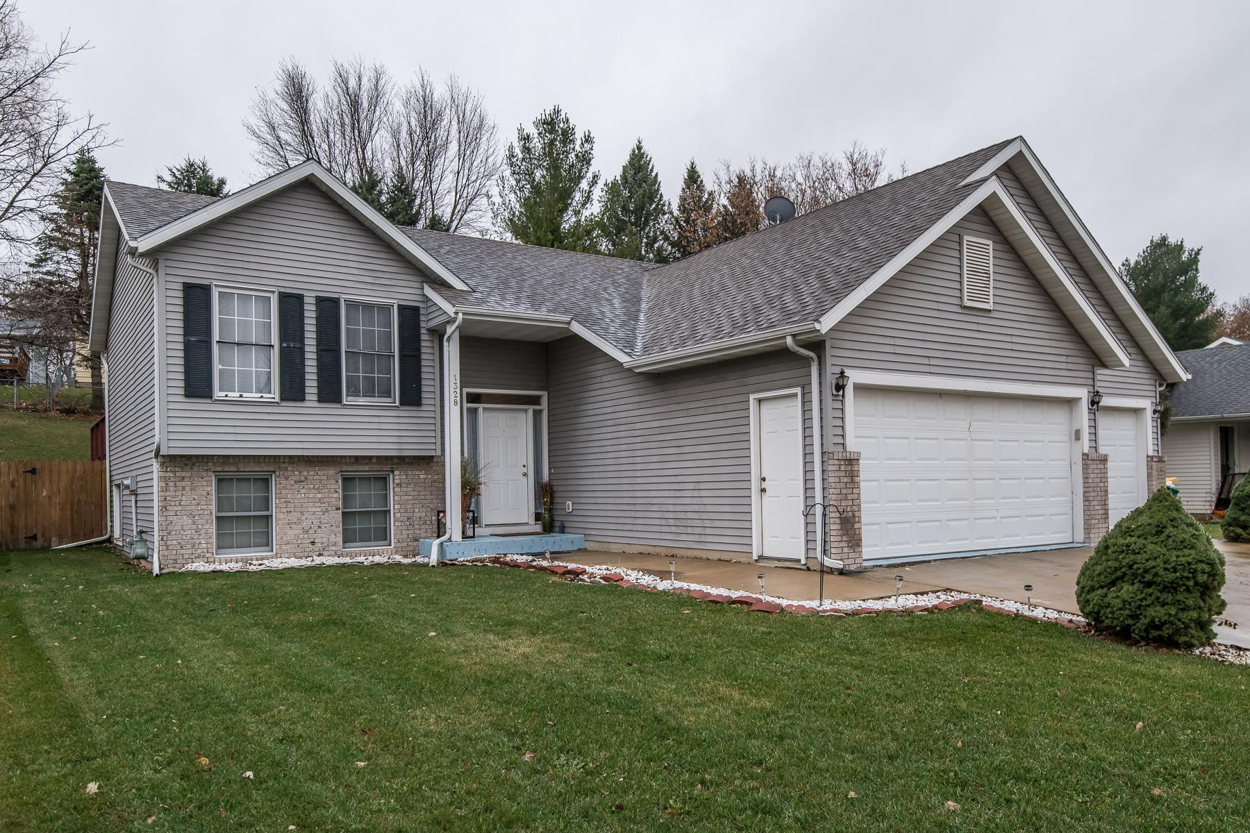 1328 50th Street NW, Rochester, MN 55901